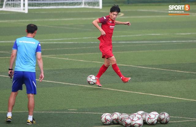 U22 Việt Nam đối diện với nhiều nguy cơ ảnh hưởng sức khỏe khi thi đấu trên mặt cỏ nhân tạo: Không chỉ là chấn thương cơ bắp, đó còn là những vấn đề ảnh hưởng đến tim mạch - Ảnh 6.