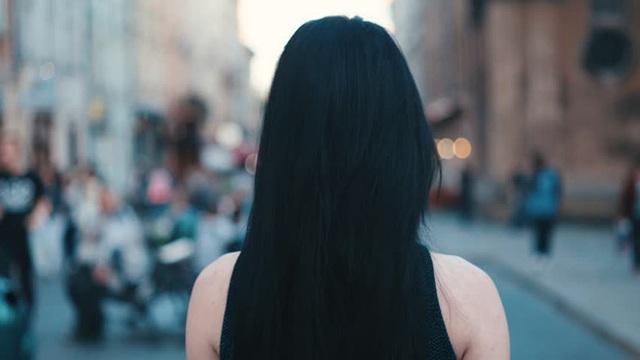 Được đại gia mua cho túi hàng hiệu 400 triệu, cô gái trẻ ngậm ngùi chớ vội tin người, mắt thấy tai nghe chưa chắc đã là thật - Ảnh 4.