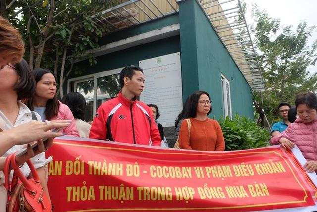 Bị lật kèo, khách hàng Cocobay Đà Nẵng ùn ùn kéo đến trụ sở Thành Đô đòi quyền lợi - Ảnh 2.