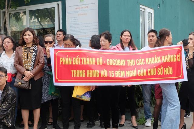 Bị lật kèo, khách hàng Cocobay Đà Nẵng ùn ùn kéo đến trụ sở Thành Đô đòi quyền lợi - Ảnh 3.