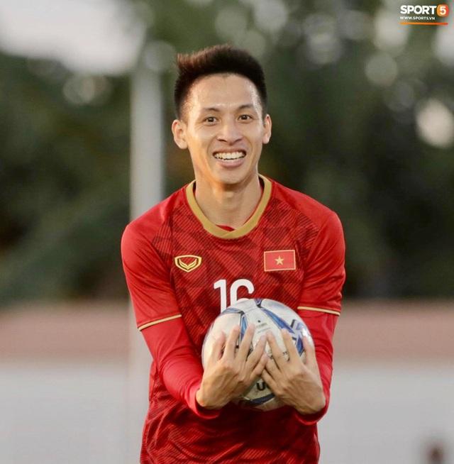 Cầu thủ U22 Việt Nam tái hiện màn ăn mừng ru con của huyền thoại Brazil tại World Cup, xứng đáng là ông bố của năm - Ảnh 4.