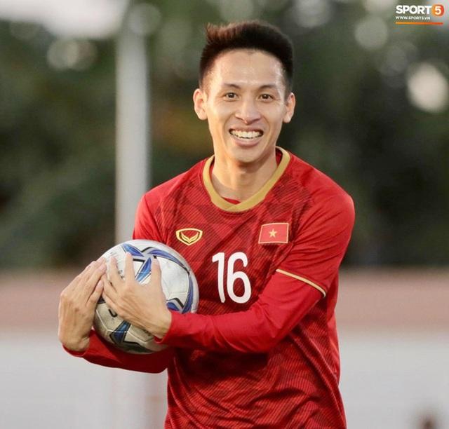 Cầu thủ U22 Việt Nam tái hiện màn ăn mừng ru con của huyền thoại Brazil tại World Cup, xứng đáng là ông bố của năm - Ảnh 5.