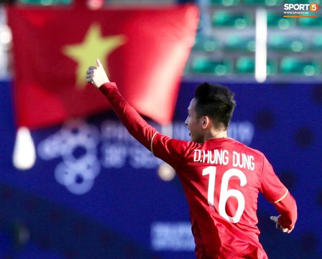 Cầu thủ U22 Việt Nam tái hiện màn ăn mừng ru con của huyền thoại Brazil tại World Cup, xứng đáng là ông bố của năm - Ảnh 10.