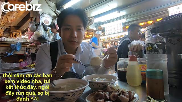 Cố tình chui vào một góc tối thui ở chợ Đài Loan để ăn, Khoa Pug vẫn xanh mặt vì đụng độ anti-fan: Ngồi đây run quá, sợ bị đánh! - Ảnh 8.
