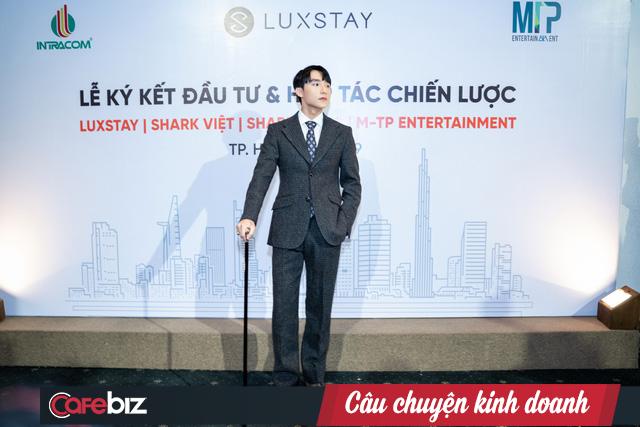 Lễ ký kết hợp tác chính thức giữa Sơn Tùng M-TP, các Shark với Luxstay: Lý do Sơn Tùng M-TP đứng ra hợp tác với Luxstay là muốn quảng bá hình ảnh du lịch Việt Nam, Shark Thủy không có mặt trong lễ ký kết - Ảnh 1.