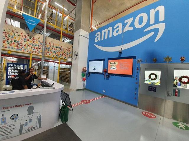 Đột nhập kho hàng khổng lồ của Amazon ngày Black Friday - Ảnh 1.
