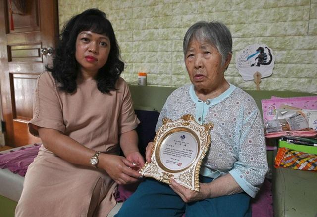 Con dâu chuẩn mực trong văn hóa gia trưởng của Hàn Quốc: Ba đầu sáu tay lo việc nhà cửa, coi chồng là vua và hiếu thảo với bố mẹ chồng - Ảnh 1.