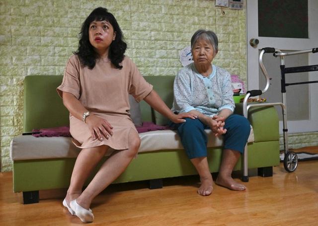 Con dâu chuẩn mực trong văn hóa gia trưởng của Hàn Quốc: Ba đầu sáu tay lo việc nhà cửa, coi chồng là vua và hiếu thảo với bố mẹ chồng - Ảnh 2.