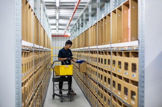 Đột nhập kho hàng khổng lồ của Amazon ngày Black Friday - Ảnh 11.