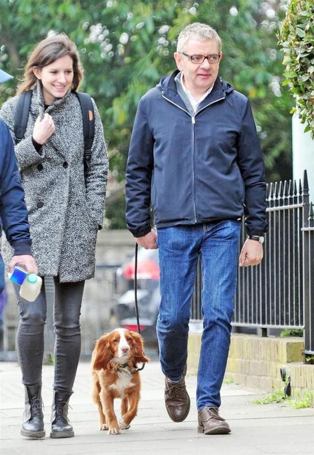 Mr Bean: Phản bội vợ theo tình trẻ đáng tuổi con, hết thời, già nua ở tuổi U70 - Ảnh 4.