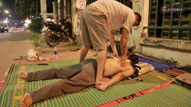 Cuộc sống màn trời chiếu đất của những người hành nghề giác hơi ở Sài Gòn - Ảnh 6.
