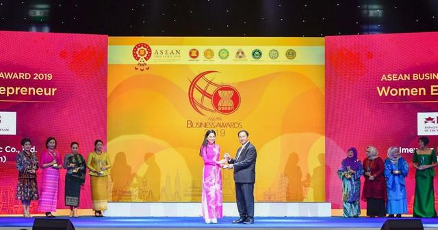 """Bà Lê Hồng Thủy Tiên - Tổng Giám Đốc IPPG được vinh danh """"Nữ Doanh nhân ASEAN 2019"""" - Ảnh 2."""