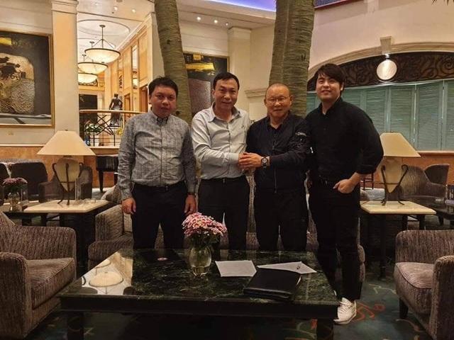 HLV Park Hang-seo nói cảm ơn bằng tiếng Việt, tự hỏi liệu đây có phải lần cuối cùng ký hợp đồng với VFF hay không - Ảnh 13.