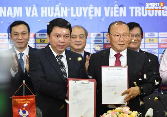HLV Park Hang-seo nói cảm ơn bằng tiếng Việt, tự hỏi liệu đây có phải lần cuối cùng ký hợp đồng với VFF hay không - Ảnh 5.