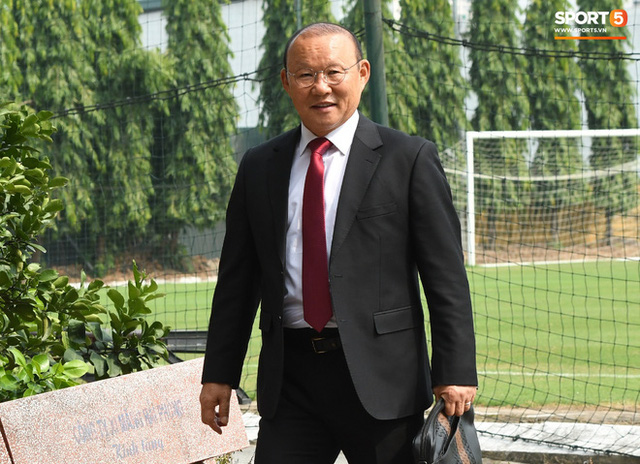 HLV Park Hang-seo nói cảm ơn bằng tiếng Việt, tự hỏi liệu đây có phải lần cuối cùng ký hợp đồng với VFF hay không - Ảnh 7.