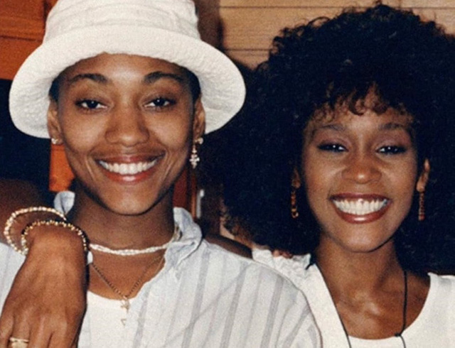 Chấn động: Gia đình và người tình của Whitney Houston xác nhận nữ danh ca là người đồng tính - Ảnh 1.