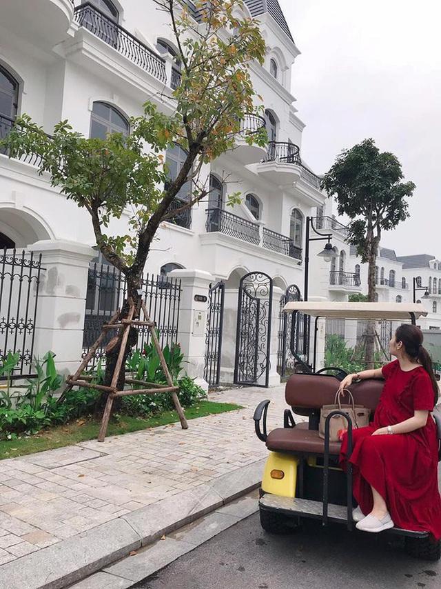 Vừa rao bán nhà 2x tỷ ở Hà Nội lại cho thuê căn hộ chính chủ vị trí đắc địa ở Đà Nẵng, hot mom Hằng Túi giàu đến mức nào? - Ảnh 1.