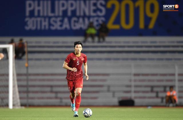 Nhìn lại hình ảnh Văn Hậu máu chảy ròng ròng, Trọng Hoàng toác hai đầu gối để đưa U22 Việt Nam vào chung kết SEA Games 30 - Ảnh 1.