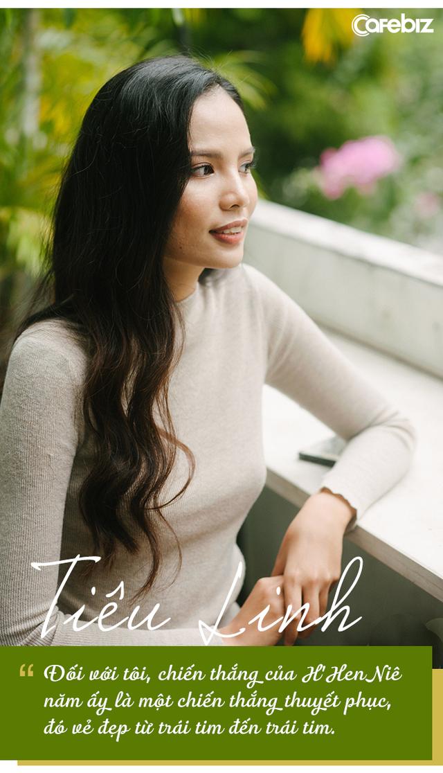 """Bỏ showbiz, chọn công việc văn phòng bình thường, Top 5 Miss Universe Vietnam 2017 Tiêu Ngọc Linh: """"Nếu bạn có đủ tri thức, quyết tâm và vững vàng, hãy chọn con đường trở thành người nổi tiếng"""""""