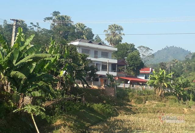 Biệt thự 3 tầng nổi bật giữa vùng núi của gia đình Hà Đức Chinh - Ảnh 1.