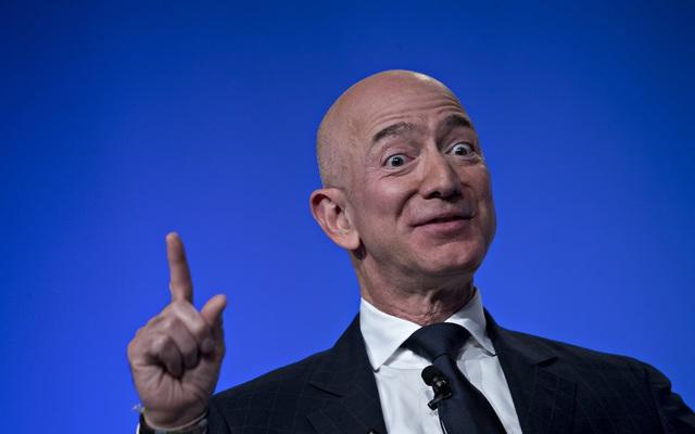 Jeff Bezos được bầu chọn là Doanh nhân thập kỷ