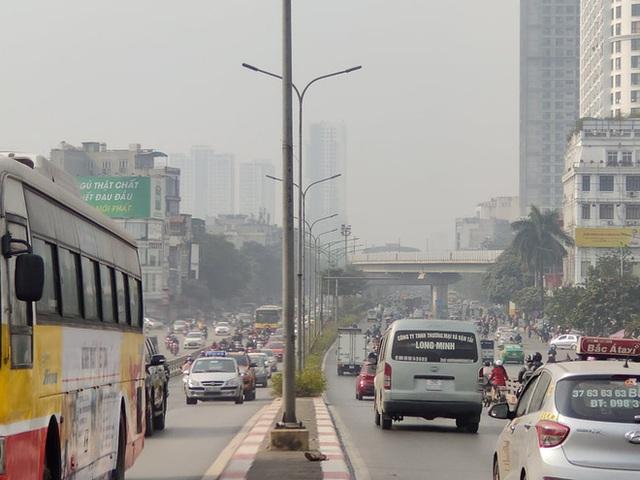 Không khí Hà Nội tiếp tục ở mức ô nhiễm nặng, rất có hại cho sức khỏe - Ảnh 1.