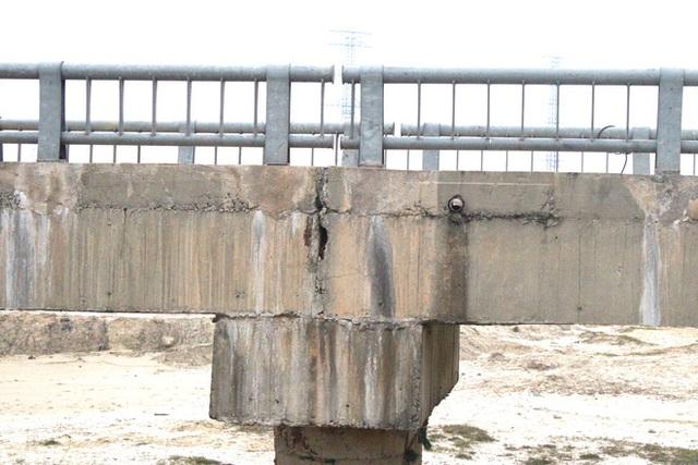 Cận cảnh lớp xốp khổng lồ trong bê tông cây cầu hơn 7 tỷ đồng tại Hà Tĩnh - Ảnh 13.