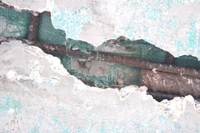 Cận cảnh lớp xốp khổng lồ trong bê tông cây cầu hơn 7 tỷ đồng tại Hà Tĩnh - Ảnh 10.