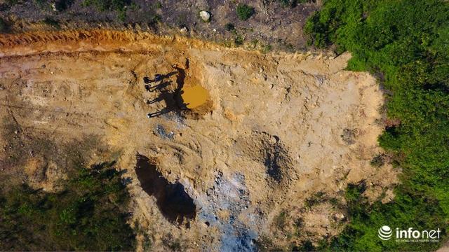 Vụ đổ trộm chất thải nguy hại tại Sóc Sơn: Nuôi vịt vịt chết, dân không dám đến gần - Ảnh 3.