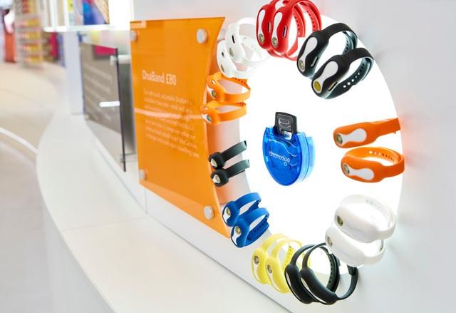 Chiếc vòng tay thông minh này có thể cho bạn biết loại thực phẩm nào tốt cho sức khỏe dựa trên chính DNA của bạn - Ảnh 2.