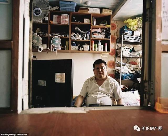 Những bức ảnh phơi bày cuộc sống của người có thu nhập thấp ở Hàn Quốc: Nghẹt thở trong những căn phòng ốc sên chỉ vỏn vẹn 4,6 mét vuông - Ảnh 17.