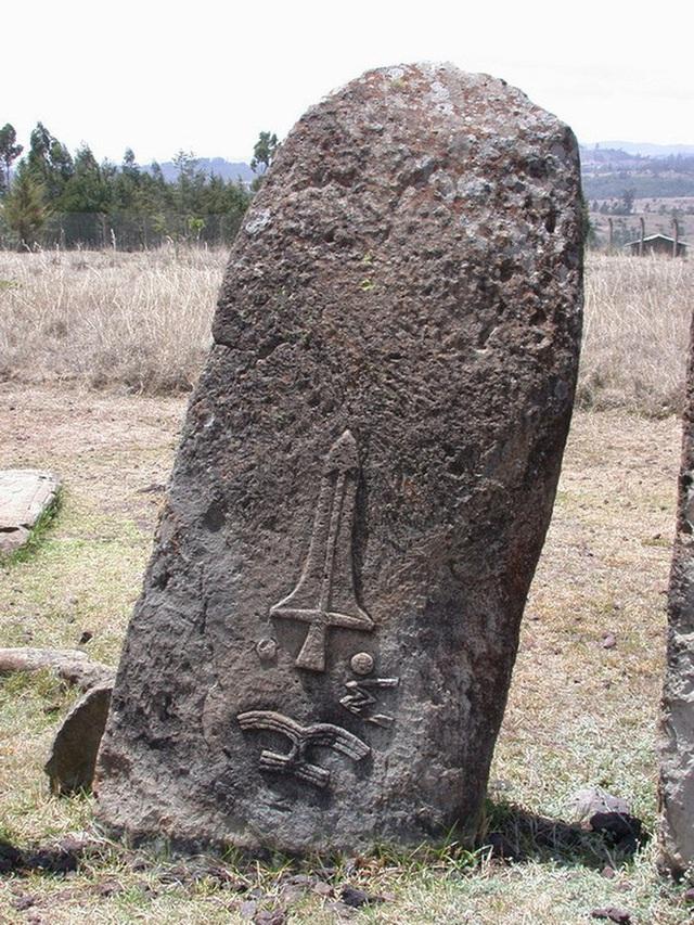 Bãi đá cổ huyền bí ở Châu Phi khiến các nhà khảo cổ học đau đầu vì không giải mã nổi - Ảnh 2.