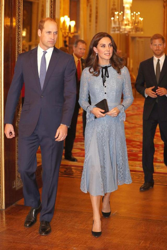 Góc tuyển dụng: Nữ hoàng Anh đang tuyển một bậc thầy sống ảo để chăm sóc các fanpage Hoàng gia, mức lương lên đến 1,5 tỷ - Ảnh 3.