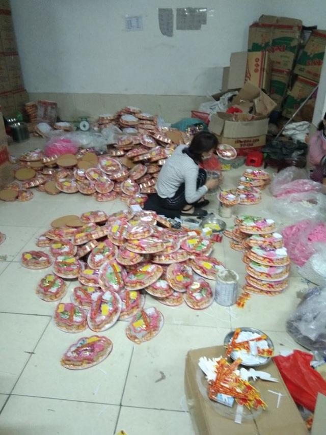 Hà Nội: Đột nhập cơ sở sản xuất mứt tết, thu giữ hàng nghìn sản phẩm không rõ nguồn gốc nguyên liệu - Ảnh 7.
