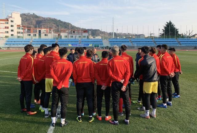 VCK U23 châu Á 2020: Quang Hải và Đình Trọng chính thức ra sân tập luyện cùng đồng đội - Ảnh 4.