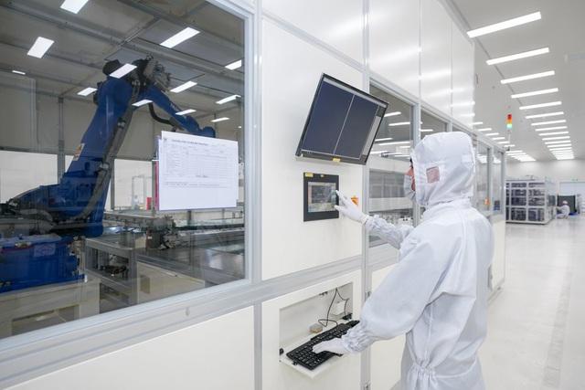 Bên trong nhà máy sản xuất tivi của Vsmart: Nơi chỉ có 352... hạt bụi trong mỗi m3 không khí được phép tồn tại - Ảnh 3.