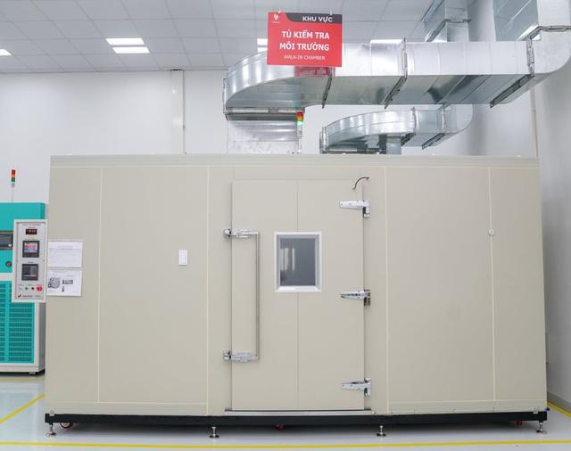 Bên trong nhà máy sản xuất tivi của Vsmart: Nơi chỉ có 352... hạt bụi trong mỗi m3 không khí được phép tồn tại - Ảnh 9.