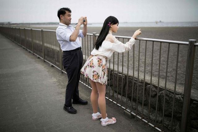 Nhiều đàn ông Nhật Bản quyết sống với búp bê tình dục dù có vợ con, hé lộ một loạt những mặt trái của phụ nữ ngày nay - Ảnh 1.