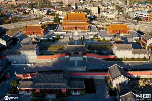 Chi mạnh 7,3 nghìn tỷ xây Tử Cấm Thành fake, tỉnh nghèo Trung Quốc méo mặt vì không ai thèm đến tham quan - Ảnh 1.