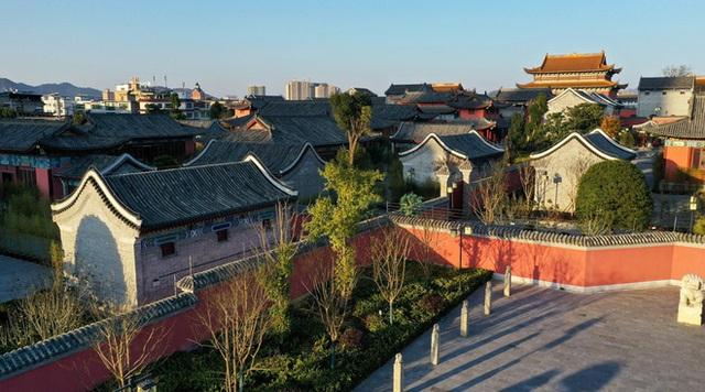 Chi mạnh 7,3 nghìn tỷ xây Tử Cấm Thành fake, tỉnh nghèo Trung Quốc méo mặt vì không ai thèm đến tham quan - Ảnh 2.