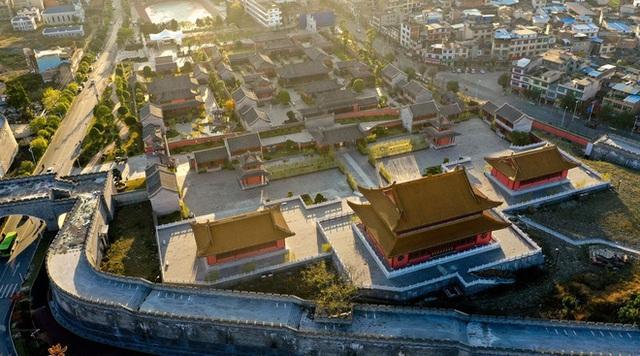 Chi mạnh 7,3 nghìn tỷ xây Tử Cấm Thành fake, tỉnh nghèo Trung Quốc méo mặt vì không ai thèm đến tham quan - Ảnh 4.