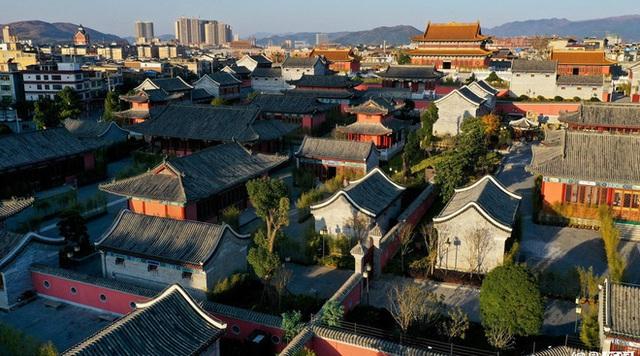 Chi mạnh 7,3 nghìn tỷ xây Tử Cấm Thành fake, tỉnh nghèo Trung Quốc méo mặt vì không ai thèm đến tham quan - Ảnh 5.