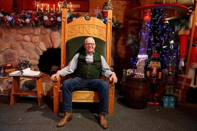 Để kiếm hàng nghìn USD, ông già Noel phải học những gì? - Ảnh 2.