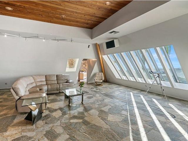 Bên trong kim tự tháp 3 phòng ngủ trên đỉnh núi giá 2 triệu USD - Ảnh 9.