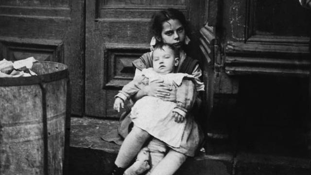 Chuyến tàu mồ côi: Hành trình đi tìm mái ấm của trẻ em cơ nhỡ với đầy rẫy hiểm nguy và những góc khuất không ai biết - Ảnh 1.