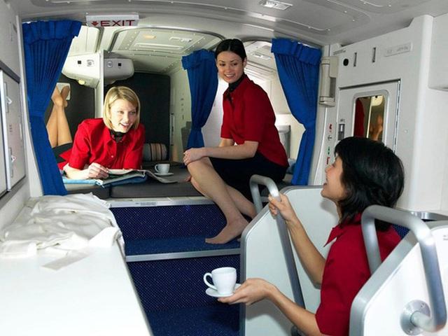 Hoá ra trên máy bay có phòng ngủ riêng cho phi công và tiếp viên: phải đi vào bằng lối bí mật, độ rộng - hẹp thì còn tuỳ - Ảnh 11.