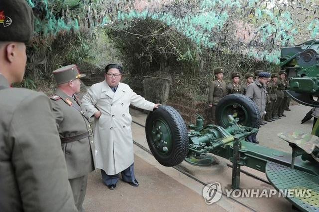 Vì sao ông Kim Jong Un theo đuổi phong cách thời trang mới, không còn mô phỏng theo ông nội? - Ảnh 3.