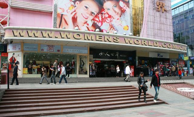 Hoa Cường Bắc - Khu chợ điện tử nổi tiếng nhất Trung Quốc nay bị nhuộm hồng bởi đồ mỹ phẩm - Ảnh 4.