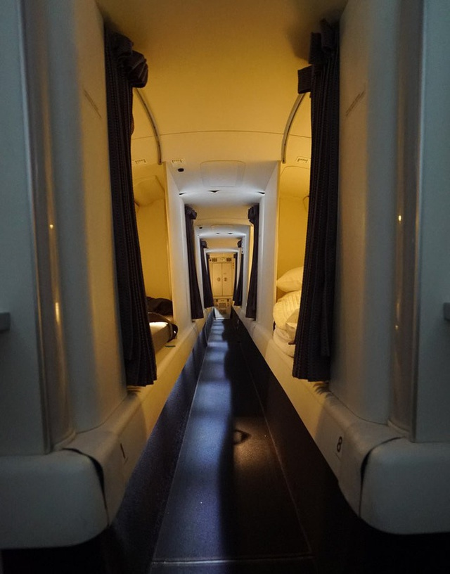 Hoá ra trên máy bay có phòng ngủ riêng cho phi công và tiếp viên: phải đi vào bằng lối bí mật, độ rộng - hẹp thì còn tuỳ - Ảnh 5.