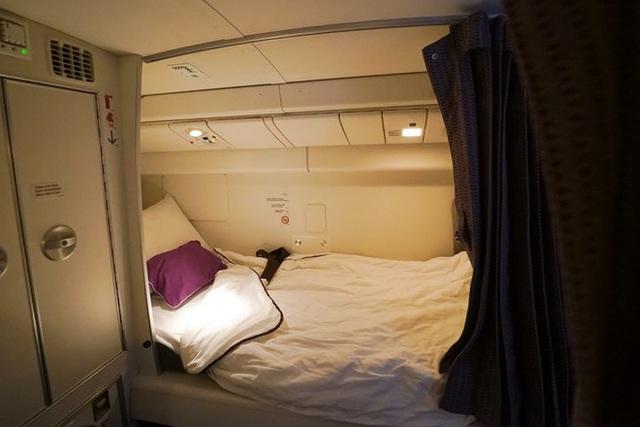 Hoá ra trên máy bay có phòng ngủ riêng cho phi công và tiếp viên: phải đi vào bằng lối bí mật, độ rộng - hẹp thì còn tuỳ - Ảnh 6.